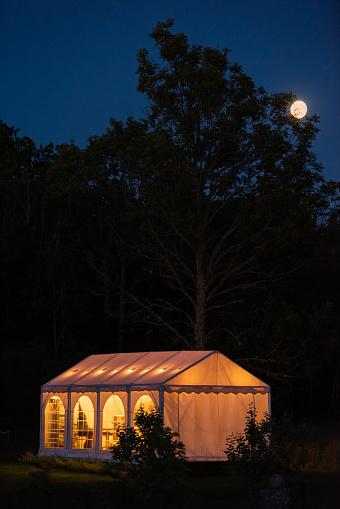 Entertainment Tent「Party tent under full moon」:スマホ壁紙(8)