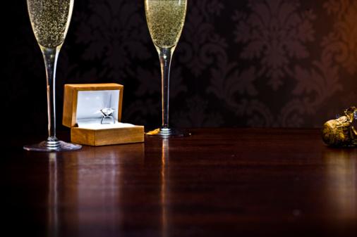 Wealth「diamond ring on table with champange glasses」:スマホ壁紙(4)