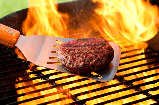 Barbecue Grill「Burger on Grill with Fire」:スマホ壁紙(14)