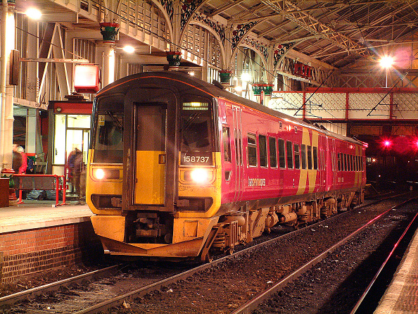 York - Yorkshire「The Transpennine services from Blackpool North serving York and Scarborough offer good connections for both ECML and WCML passengers as at Preston where a Blackpool North - York service is making a call to collect passengers. December 2002.」:写真・画像(2)[壁紙.com]