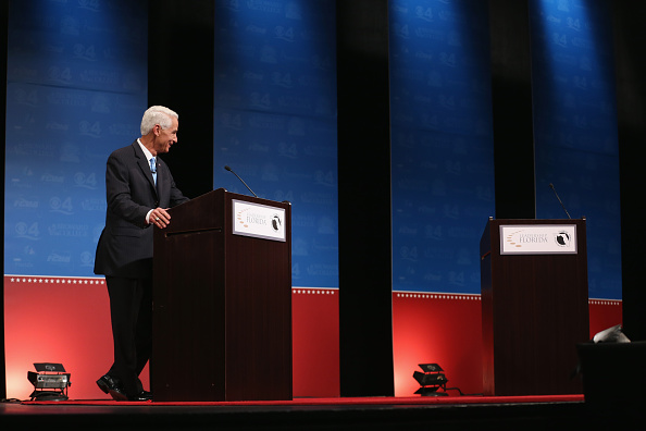 Davie - Florida「Governor Rick Scott And Challenger Charlie Crist Hold Second Debate」:写真・画像(8)[壁紙.com]