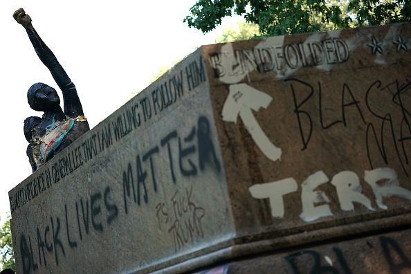 アメリカ合州国「Confederate Monuments Taken Down In Baltimore」:写真・画像(13)[壁紙.com]