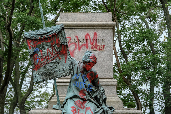 Statue「Protests Continue Across The Country In Reaction To Death Of George Floyd」:写真・画像(4)[壁紙.com]