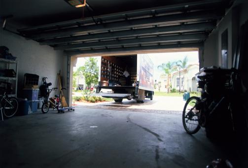 Garage「Removal Truck by House」:スマホ壁紙(16)