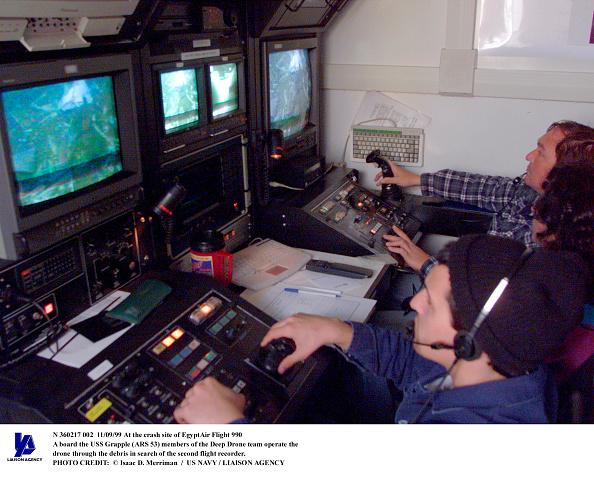 Drone Pilot「At The Crash Site Of Egyptair Flight 990 A Board The USS Grapple (Ars 53 Memb」:写真・画像(19)[壁紙.com]