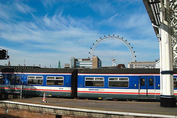 Amusement Park Ride「Platform scene at London Waterloo with a suburban service at the platform and the London Eye in the background. 2003」:写真・画像(1)[壁紙.com]