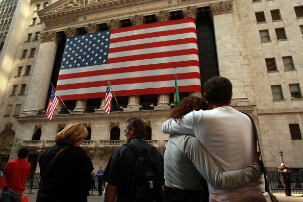 Dow Jones Industrial Average「Markets Open A Day After Losing 7 Percent In Single Day」:写真・画像(17)[壁紙.com]