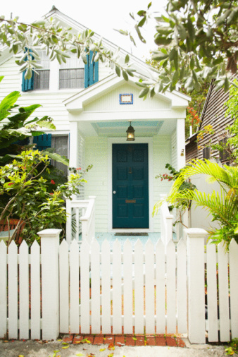 Frond「Quaint house and white picket fence in Miami, Florida」:スマホ壁紙(6)