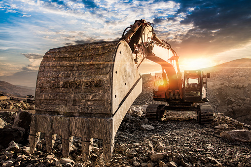 Earth Mover「Excavator at construction site against sunset」:スマホ壁紙(9)