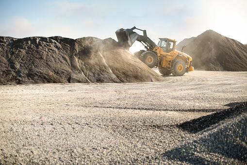 Construction Vehicle「Excavator at quarry」:スマホ壁紙(4)