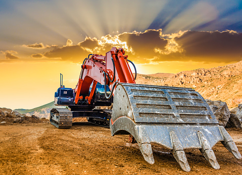 Construction Vehicle「Excavator at a construction site against the setting sun」:スマホ壁紙(9)