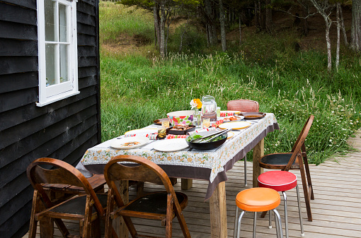 Real Life「A outdoor table set for for Christmas lunch next to wooden cabin」:スマホ壁紙(19)