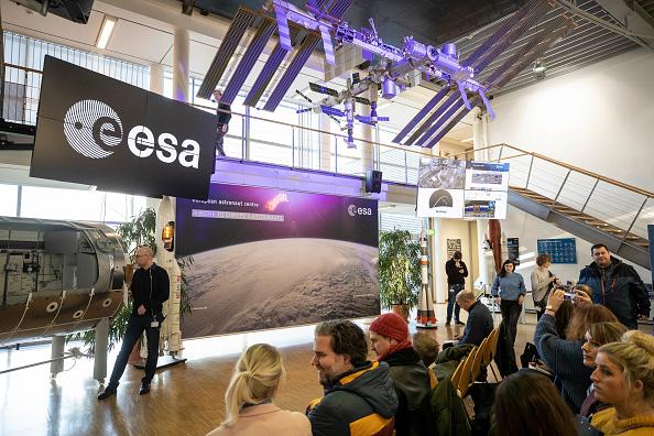 宇宙ステーション「Astronaut Alexander Gerst Final Video Call From ISS Space Station canceled due techical problems」:写真・画像(4)[壁紙.com]