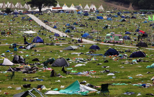 Tent「The Big Clear Up Begins After Glastonbury 2009」:写真・画像(2)[壁紙.com]