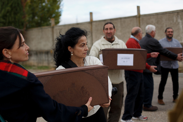 Mausoleum「129 Exhumed Victims of Spanish Civil War Are Buried At Mausoleum」:写真・画像(18)[壁紙.com]
