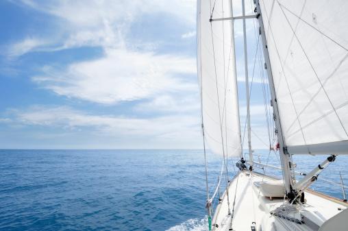 船・ヨット「地平線に向かってセーリング、晴れた日の」:スマホ壁紙(3)