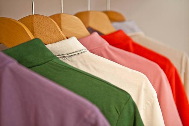 Coloured T-Shirts on hangers:スマホ壁紙(壁紙.com)