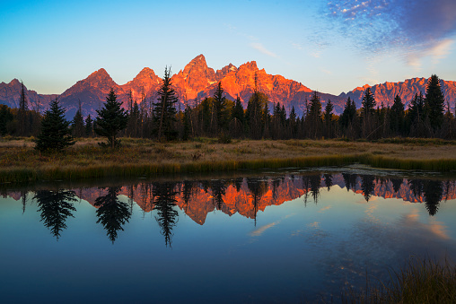 Alpenglow「First light illuminating Tetons mountain range」:スマホ壁紙(6)