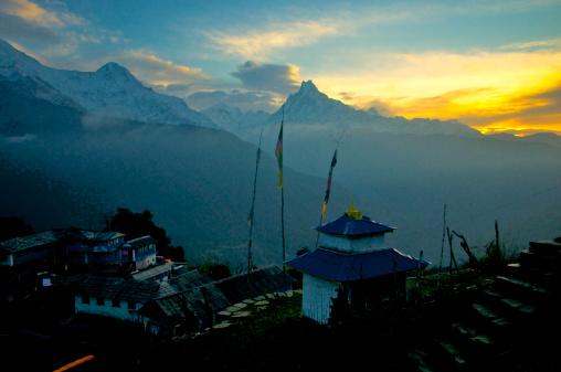 雪「First Light over Tadapani, Nepal」:スマホ壁紙(12)
