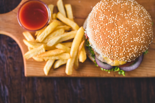 Fast Food「Homemade burgers on rustic wooden background」:スマホ壁紙(19)