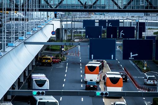 Japan「車の多くは、道を走っています。」:スマホ壁紙(5)