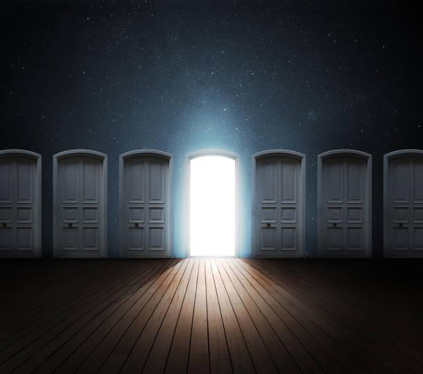ドアを開けて光:スマホ壁紙(壁紙.com)