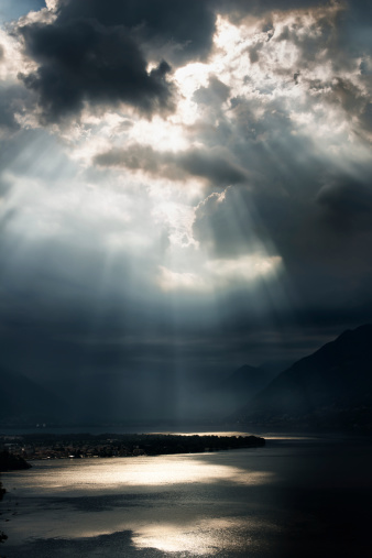 Overcast「dramatic sky with sunbeams over Lago Maggiore, Switzerland」:スマホ壁紙(0)
