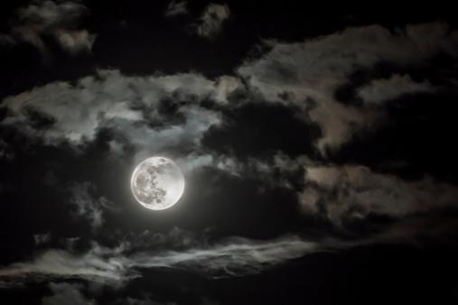 Moon「Dramatic sky with full moon」:スマホ壁紙(13)
