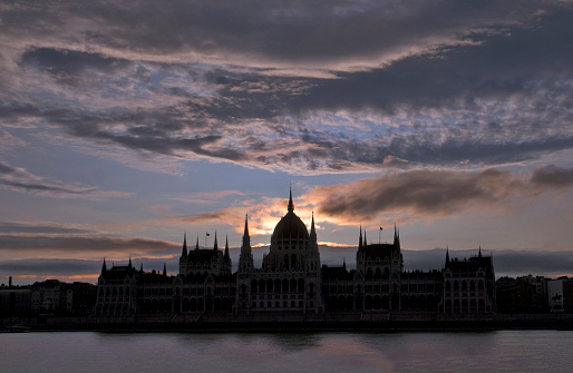 Hungary「Dramatic skies and silhouetted photo of the Parliament building at Budapest, Hungary」:スマホ壁紙(17)