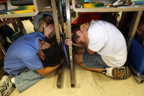 Safety「Great Southern California ShakeOut Teaches Earthquake Awareness」:写真・画像(4)[壁紙.com]