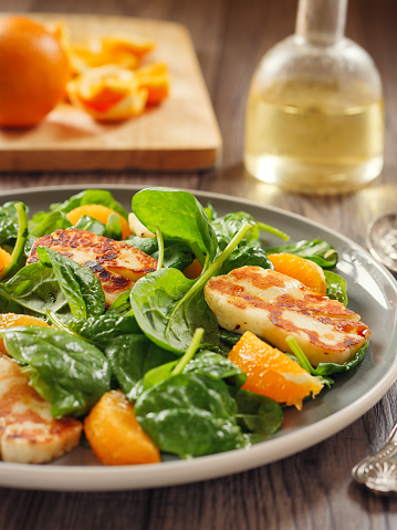 Vinaigrette Dressing「Healthy spinach and orange salad with grilled halloumi cheese」:スマホ壁紙(16)