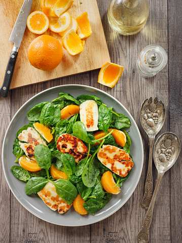 Vinaigrette Dressing「Healthy spinach and orange salad with grilled halloumi cheese」:スマホ壁紙(15)