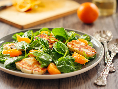 Vinaigrette Dressing「Healthy spinach and orange salad with grilled halloumi cheese」:スマホ壁紙(6)