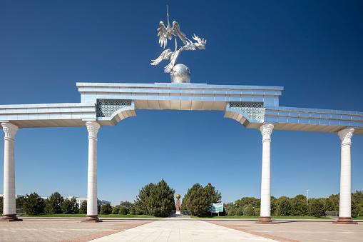Russian Military「Mustakillik (Independence) Square, former Lenin Square, in Taskhent, Uzbekistan」:スマホ壁紙(15)