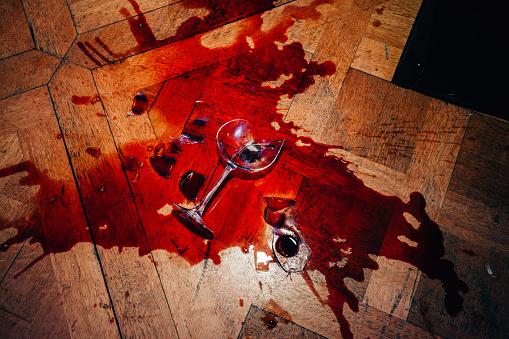 Pouring「Broken red wine glass」:スマホ壁紙(5)
