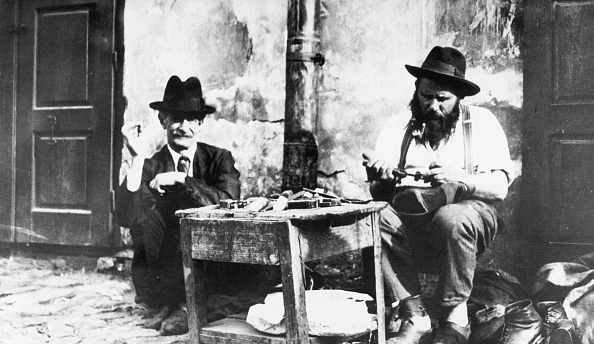 1900-1909「Jewish cobblers in Lwow」:写真・画像(18)[壁紙.com]