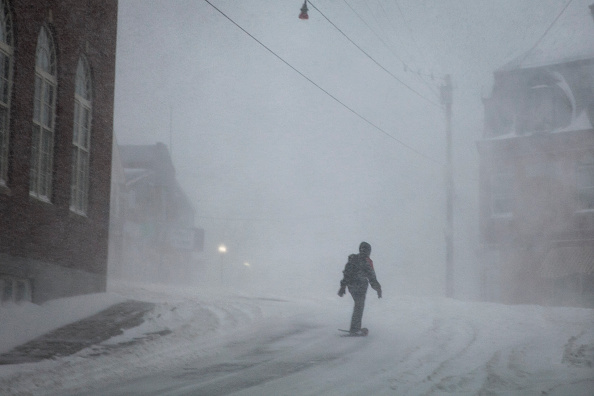 Snowshoe「Major Blizzard Hammers East Coast With High Winds And Heavy Snow」:写真・画像(13)[壁紙.com]