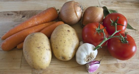 Garlic Clove「Cooking Ingredients on Chopping Board」:スマホ壁紙(8)