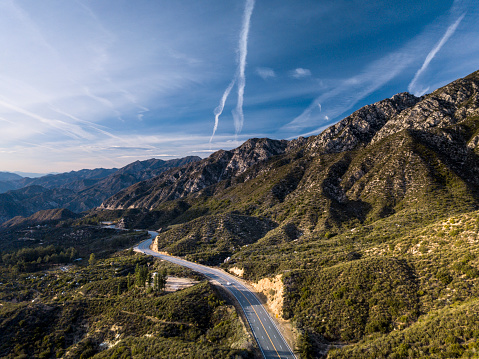 Angeles National Forest「Angeles Crest Mountains- Aerial Drone Shot」:スマホ壁紙(1)
