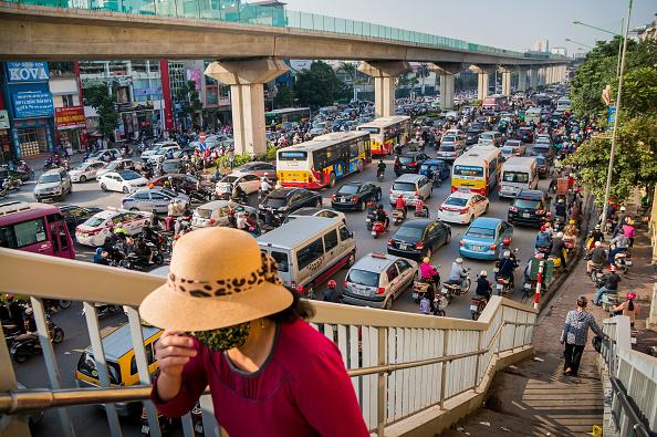 Hanoi「Vietnamese Motorists Battle Air Pollution In Fashion」:写真・画像(14)[壁紙.com]