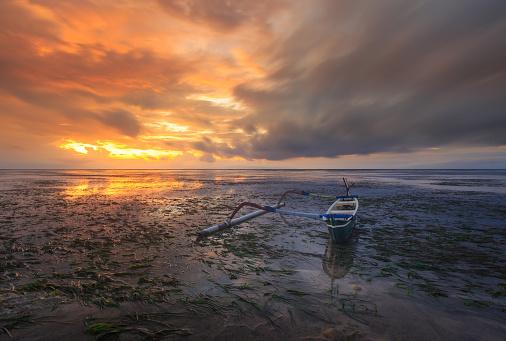 バリ島「Jukung boat on Sanur Beach, Bali, Indonesia」:スマホ壁紙(8)
