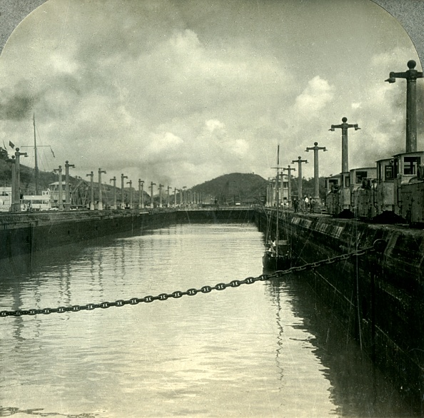 Water Surface「Through The Panama Canal」:写真・画像(4)[壁紙.com]