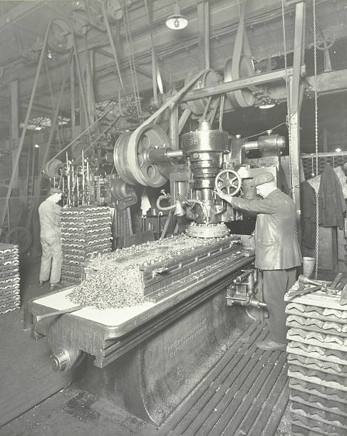 Man Using A Miller And Planer, Charlton Central Repair Depot, London, 1932:ニュース(壁紙.com)