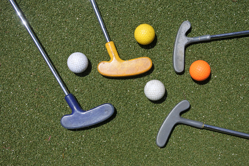 Putting - Golf「Flat lay view of mini golf clubs and balls」:スマホ壁紙(18)