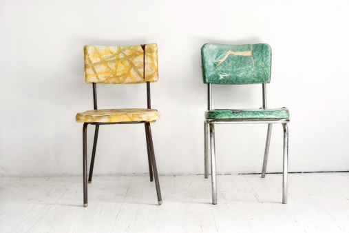 Two Objects「Two vintage chairs」:スマホ壁紙(1)