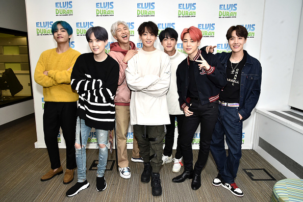 "Kim Tae-Hyung「BTS Visits ""The Elvis Duran Z100 Morning Show""」:写真・画像(4)[壁紙.com]"