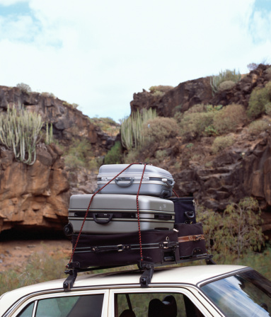 Vacations「Luggage on car roofrack, close-up」:スマホ壁紙(16)