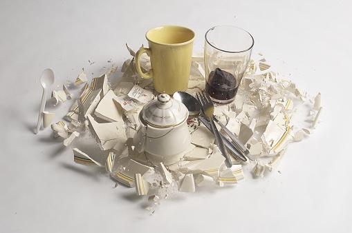 Teapot「breaking Porcelain」:スマホ壁紙(7)