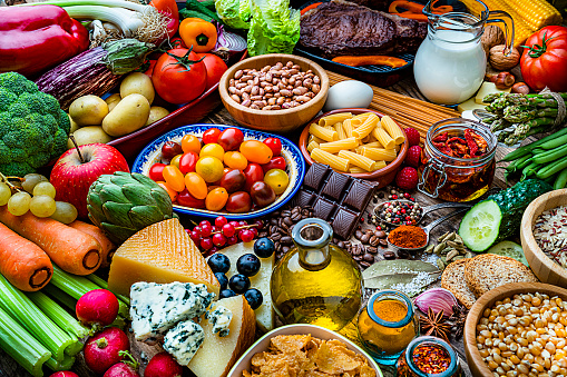 Food Pyramid「Food backgrounds: table filled with large variety of food」:スマホ壁紙(14)