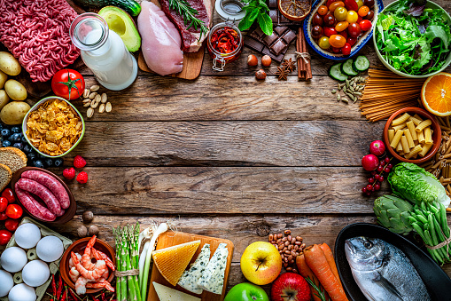 Side By Side「Food backgrounds: large variety of food making a frame on rustic wooden table. Copy space」:スマホ壁紙(11)
